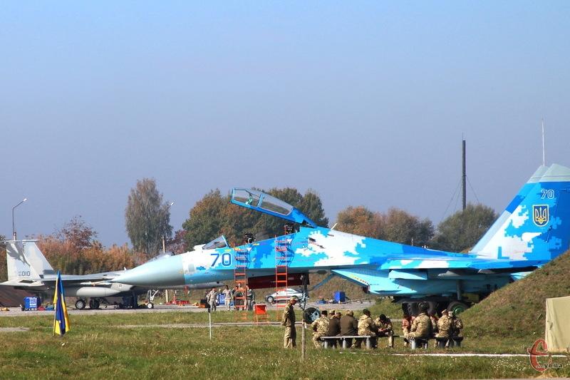 Літак СУ-27УБ з бортовим номером 70 вилетів зі Старокостянтинова та розбився на Вінниччині