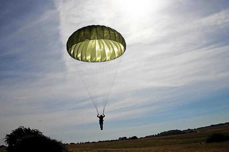 Саме сьогодні, 26 липня, в Україні відзначають День парашутиста