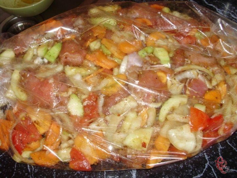 Основна перевага пакетів та рукавів для запікання у тому, що продукти готуються «у власному соку», без додавання жирів.