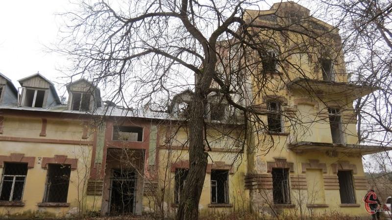 Палац більше знають як колишній санаторій для хворих на туберкульоз