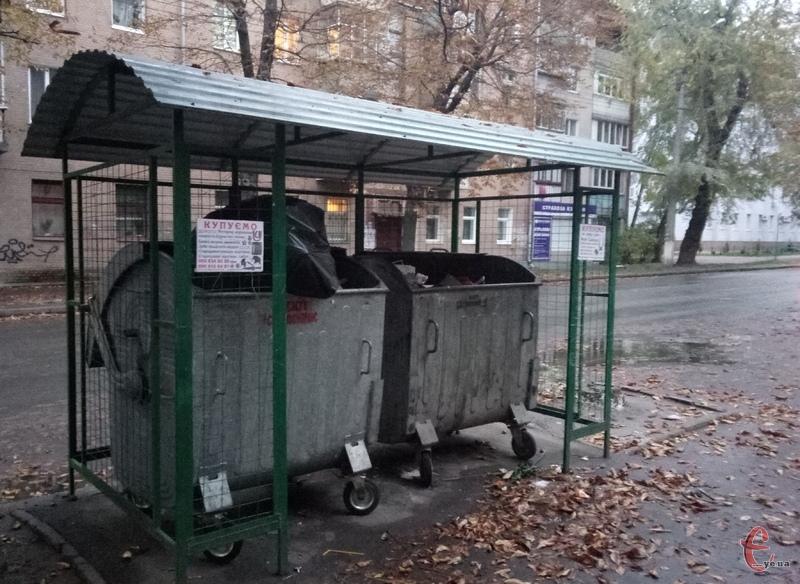 У місті поки не вистачає сміттєвих баків, але цю проблему у мерії обіцяють вирішити