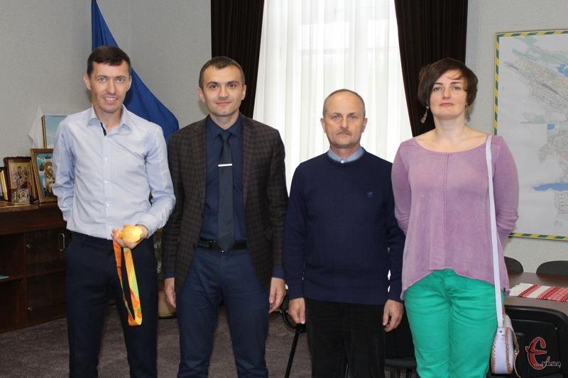 Після зустрічі, мером Олександр Симчишин сфотографувався з паралімпійцями на згадку