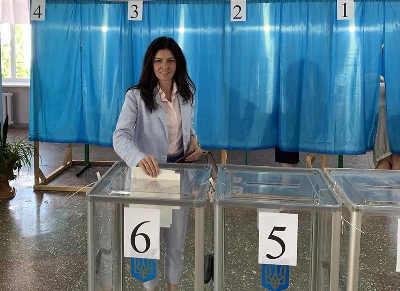 Олена Копанчук написала, що проголосувала за себе і колегу емоційно, без усвідомлення наслідків своєї поведінки