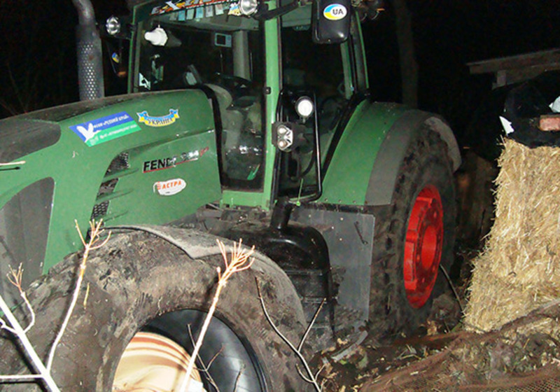 Викрадений трактор знайшли на сусідній вулиці