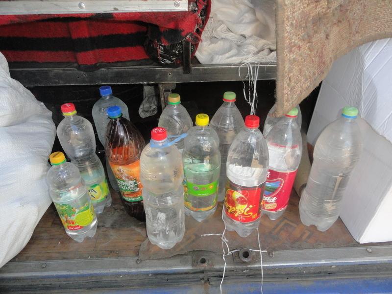 Водій обладнав у підлозі салону пасажирського мікроавтобуса спеціальне місце - схованку