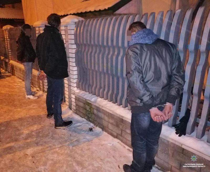 Патрульні затримали імовірних грабіжників по гарячих слідах