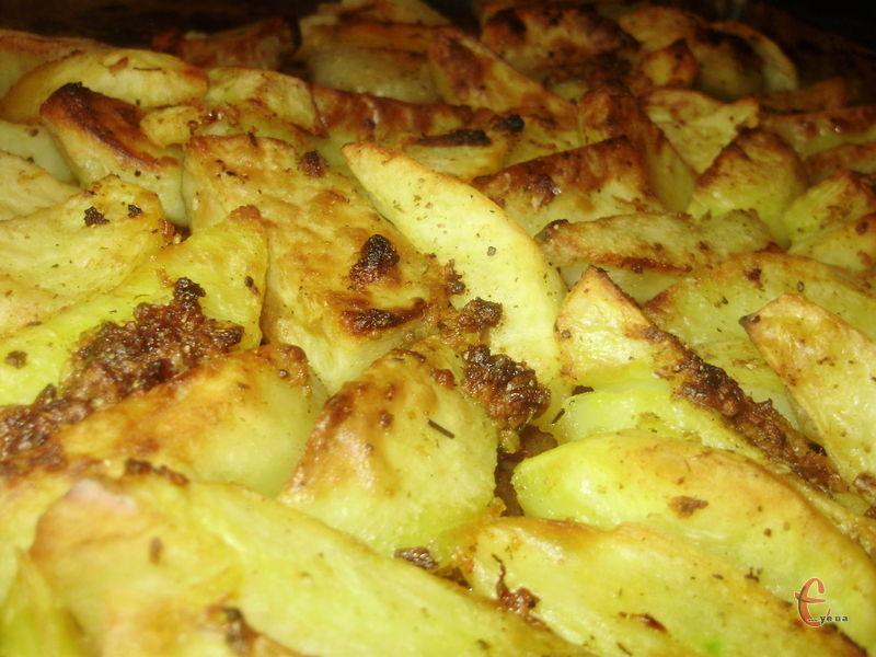 Картопелька ніжна всередині та з ароматною скоринкою зовні.