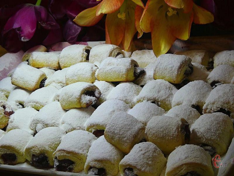 Печиво виходить хрустким, немов багатошаровим, воно в міру солодке, з приємною кислинкою.