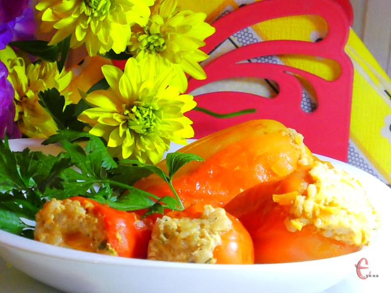 Перці виходять смачнющими: ніжні, соковиті, в ароматному, пікантному соусі.