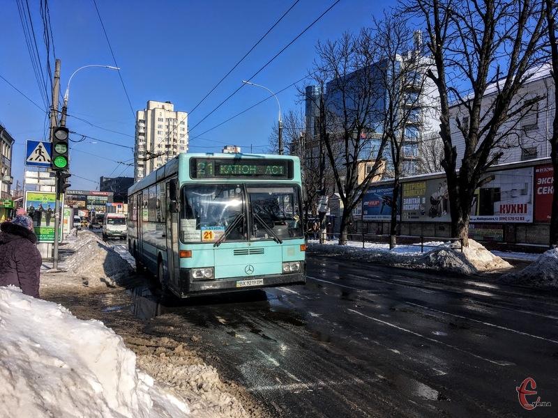 Громадський транспорт має перевозити лише сидячих пасажирів