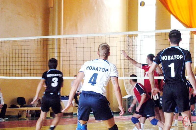 Хмельничани, вигравши в суперника вище за рангом, мають непогані шанси, аби пройти до другого етапу Кубка України з волейболу