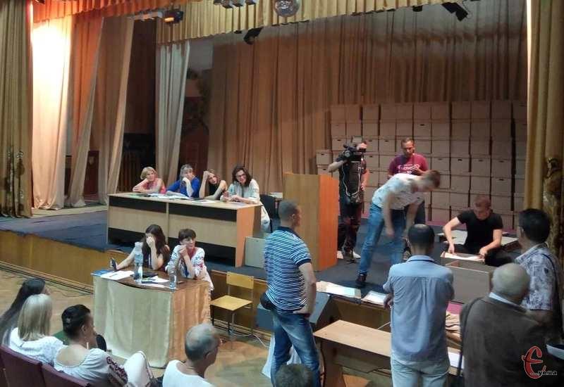 Перші ДВК почали здавати бюлетені на окружній виборчій комісії №187