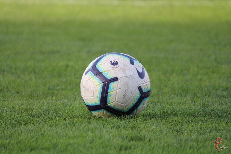 У фінальній частині чемпіонату Хмельницької області з футболу 6 команд позмагають на медалі першості