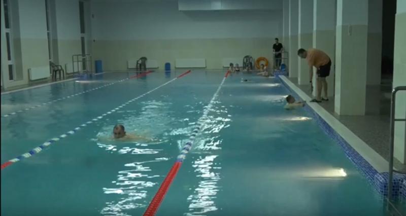 Великий басейн має глибину до 2 метрів та довжина 25 метрів