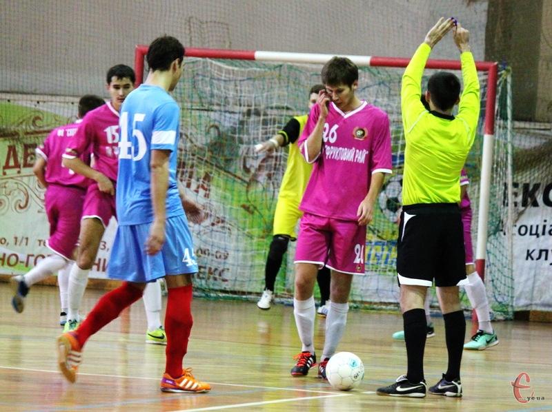 Минулого сезону Продексім грав у Хмельницькому зі Спортлідером-2 та зазнав поразки. Тепер у товариському матчі херсонський клуб зіграє зі Спортлідером+