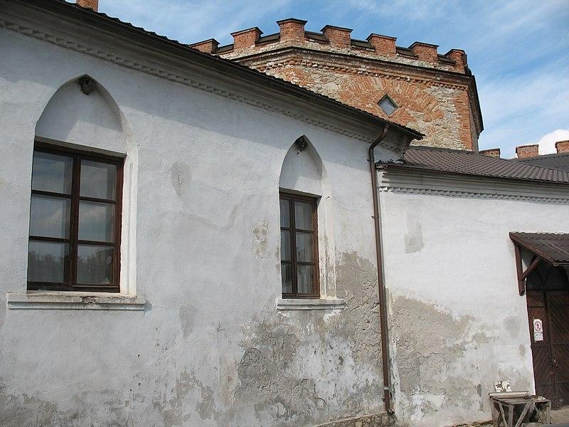 Вікно кімнати у якій  під час навчання в Меджибізькому дворянському училищі проживав Леонард Совінський