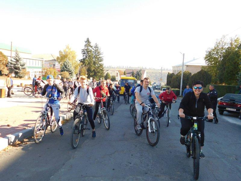 Стартували учасники велопробігу із центру селища Нова Ушиця