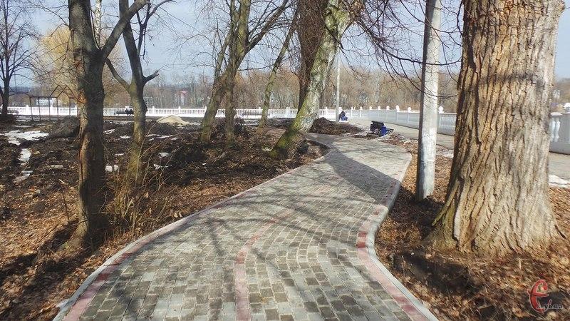 Перша велодоріжка у Хмельницькому майже готова