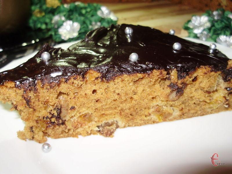 Шоколадна пісна глазур чудово застигає і смакує не гірше, ніж глазур на маслі та молоці.
