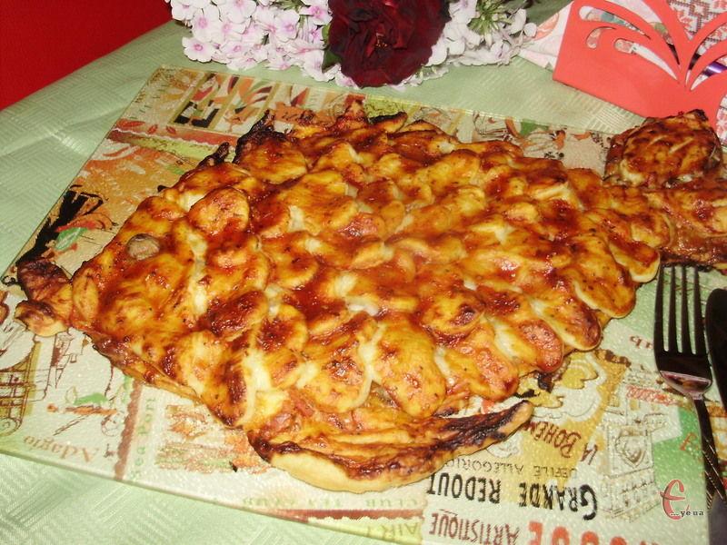 Приготувати смачну піцу в домашніх умовах цілком реально. І хоча вона не буде пахнути піччю, і «точно такою ж самою, як у Неаполі» теж не буде, проте вийде неодмінно класною! Навіть кращою, ніж у багатьох піцеріях.