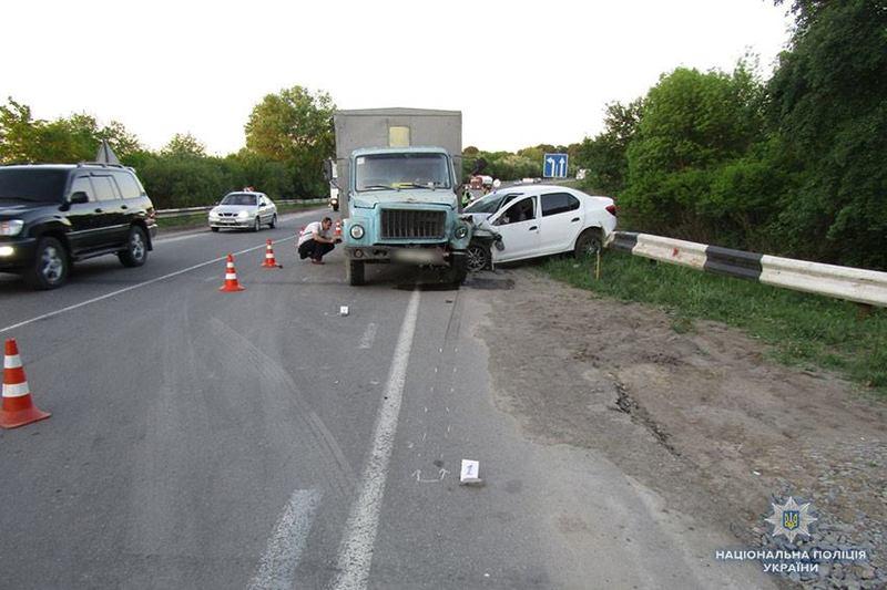 Автопригода сталася на автодорозі «Стрий-Кропивницький-Знам'янка» поблизу повороту на село Водички Хмельницького району