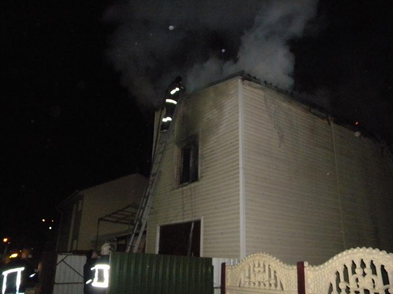 Від час ліквідації пожежі житлового будинку врятовано 3-х людей, серед яких двоє малолітніх дітей