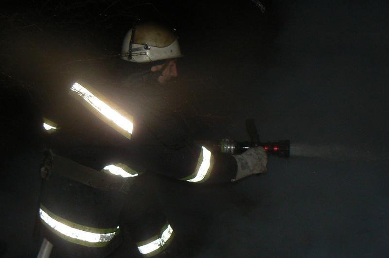 На пожежі в підвалі багатоповерхівки вогнеборці врятували чоловіка