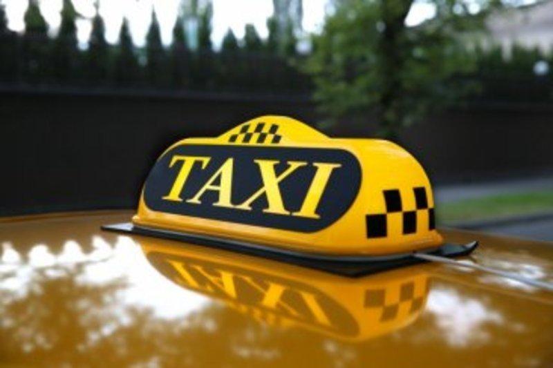 Хмельничанин займався сутенерством у власному таксі