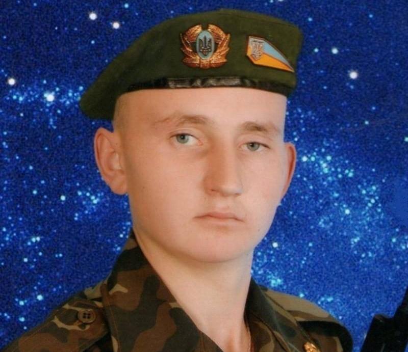 Олександр народився в с.Завалійки