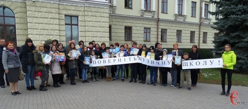 Депутати Хмельницької районної ради прийняли рішення припинити діяльність районної дитячої музичної школи