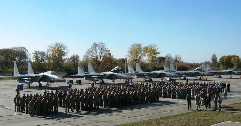 У Старокостянтинові На стоянці літаків відбувся мітинг-реквієм за загиблими учора пілотами