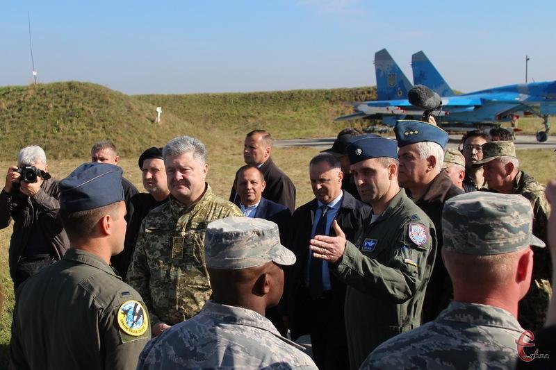 На Хмельниччині тривають масштабі військові навчання, які сьогодні відвідав Президент України