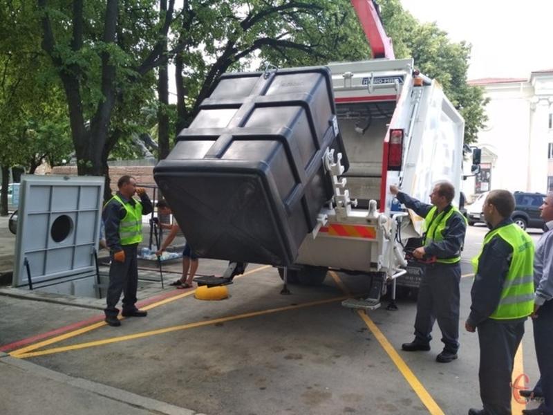 Вартість одного підземного контейнеру (з усіма роботами) становить 250 тисяч гривень