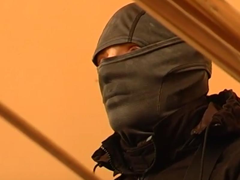 Правоохоронці у масках сьогодні провели обшук у торговельному центрі Хмельницького