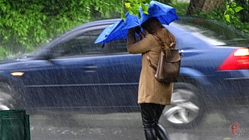 Сьогодні майже увесь день видався дощовим та з сильними поривами вітру