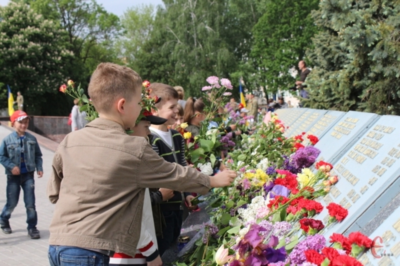 Сьогодні хмельничани вшановували пам'ять тих, хто загинув у Другій світовій війні.
