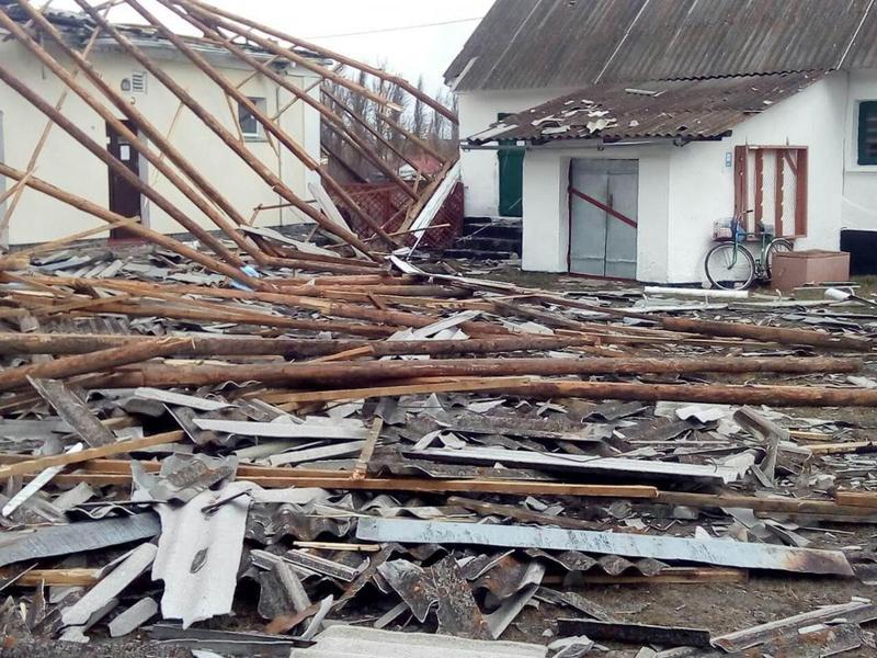 На Білогірщині від буревію постраждала школа-інтернат