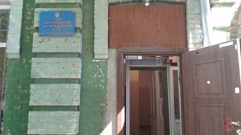 Гарячі новини Хмельницького 1 червня, здебільшого, стосувалися засідання суду, де обирали запобіжний захід Роману Миколаїву