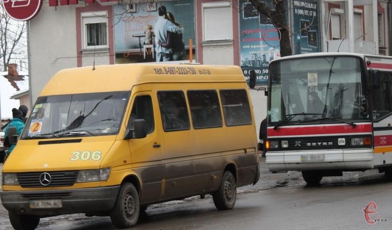 Підвищення проїзду в автобусах та маршрутках ухвалою суду відтермінували до розгляду адмінпозову на рішення виконкому