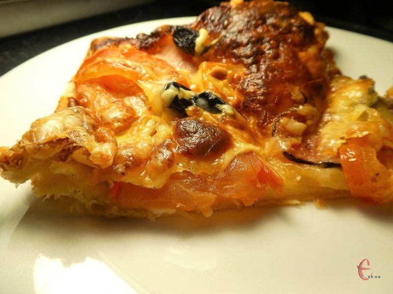 Цей варіант піци готують у всьому світі. Її не назвеш дієтичною і низькокалорійною і, тим не менш, піца дуже смачна.