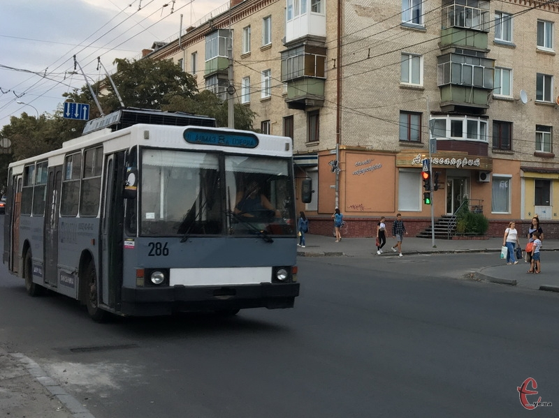 Де купити проїзний на тролейбус - питання, яке цікавить хмельничан, а ось відповідь на нього знайти не так вже і легко
