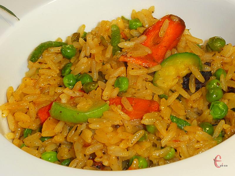 Рис з овочами – дуже проста, швидка в приготуванні й ситна страва, яка смакує не гірше, ніж плов із м'ясом!