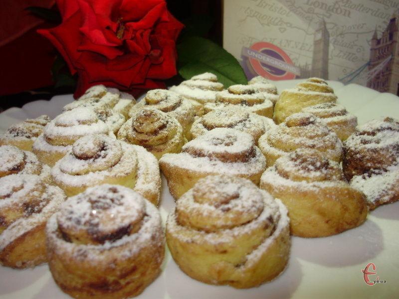 Печиво вирізняється своєю крихкою структурою, дуже ніжне й розсипчасте.