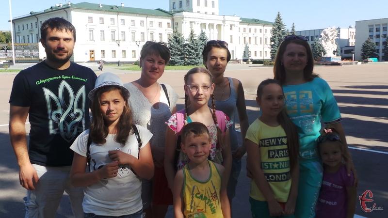 Чергову групу дітей відправили за кордон