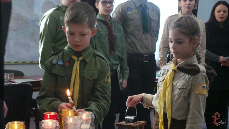 Вогнем з Вифлеєму люди можуть запалити свічки вдома на Святу Вечерю