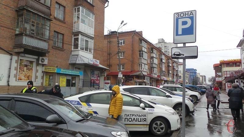 Перед запровадженням у Хмельницькому платних парковок ще має запрацювати інспекція з паркування