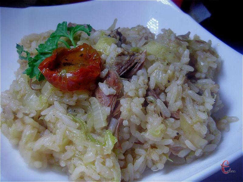 Дуже проста, швидка в приготуванні, смачна страва, яка трішки нагадує наші ліниві голубці.