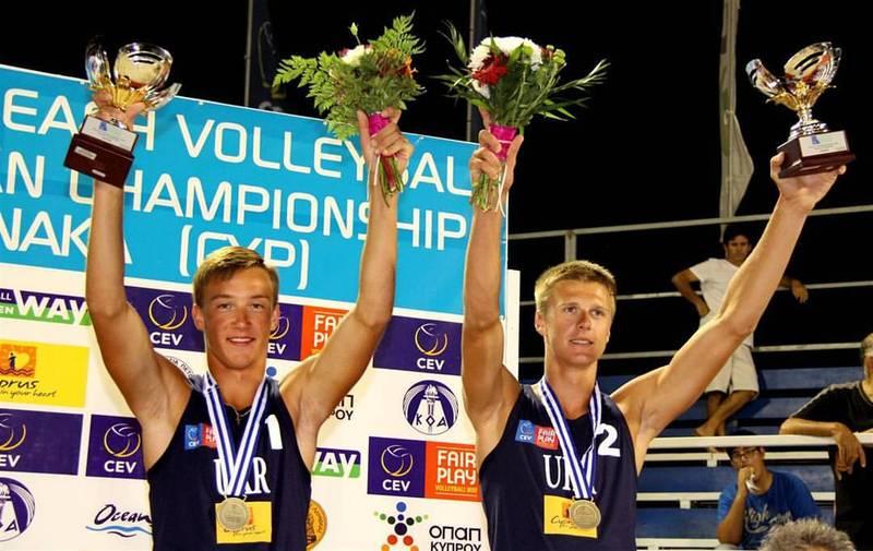 Для хмельничанина Олега Плотницького (№1) нинішній сезон у пляжному волейболі став доволі успішним