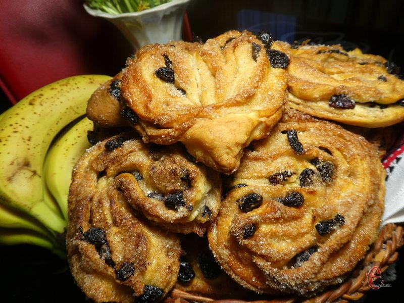 Ці булочки, ароматні та дуже смачні. Вони як насіння – неможливо зупинитися на одній!