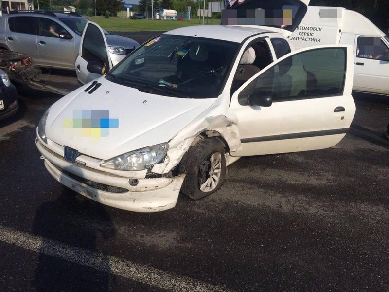 Аварія сталася на Давидковецькому перехресті